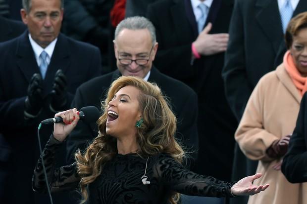 Senator Chuck Schumer (D-NY) admires Beyonces ass